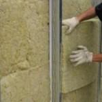 Как утеплить стену в угловой комнате?