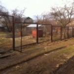 Натяжна паркан із сітки рабиці: нюанси монтажу